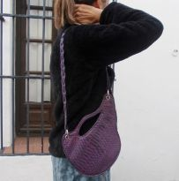 Very stylish women´s shoulder bag.23 x 20cm. 89€. Purple embossed cow´s hide