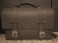 dark brown travel bag almost black. 35 x 50 x 15. 275€