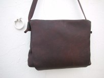 Dark brown spacious messenger bag. 30 x 36 x 8. 84€