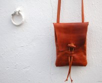 Bright brown. 20 x 15. 40€