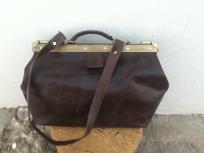 Dark brown doctor´s bag 28 x 33 x 20. 170€