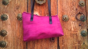 Lovely plum (?) coloured short-strapped shoulder bag.