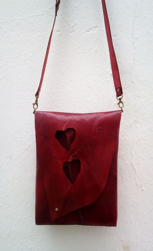 vegetable-tanned leathers used in organic design FG