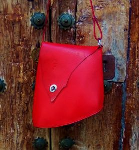 93€. Scultpured bright red purse by Fernando Garcia