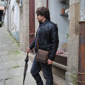 Xose's handmade leather shoulder bag
