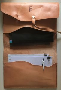 Leather case made in naturally tanned leather by FG