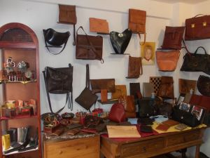 La Tienda Chica leather goods by FG handmade bags