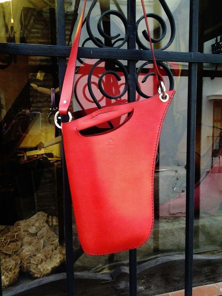 77€. Sculptured warm red FG bag