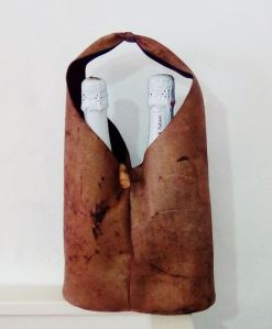 Handmade leather bag ideal for carrying cava
