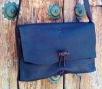 80€. 26x17 oiled leather with toggle