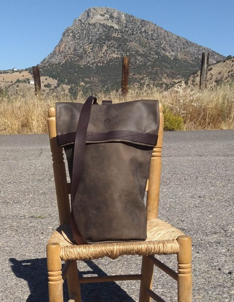 130€. Single strap duffel style bag