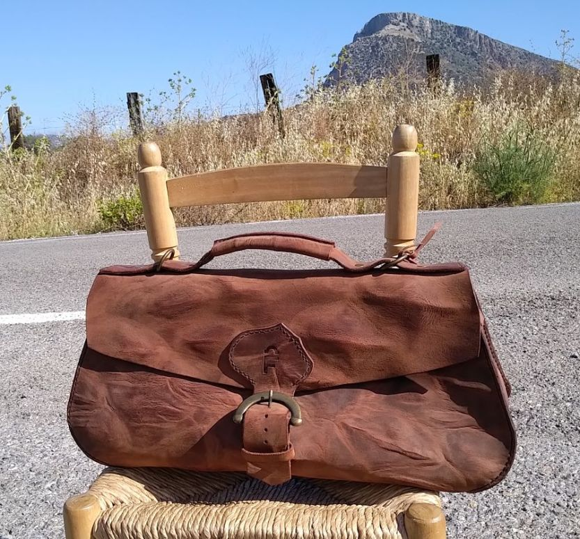 160€. 50 x 25 x 15. perfect weekend holdall.
